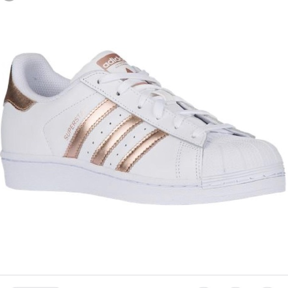 29d2a373a783 adidas Shoes - EUC Adidas White Rose Gold Women s Shell Toes